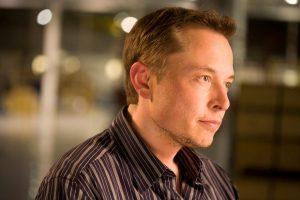 Elon Musk, le succès la tête dans les étoiles